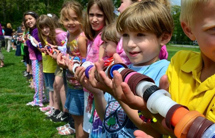 Kỷ lục thế giới: Sợi dây tết từ nắp chai dài nhất